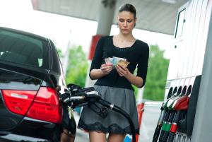 Цены на топливо снизились на 30-40 копеек