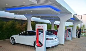 Tesla откроет в Украине заправки