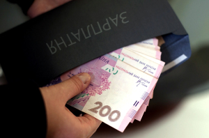 """В Украине только 35% работников получают зарплату без """"конвертов"""", – исследование"""