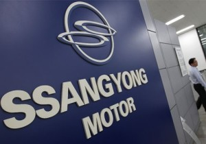 54244-a-salesperson-from-ssangyong-motor-walks-past-the-companys-l